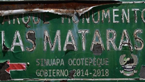 Un detalle del monumento a los caídos en El Portillo, donde fuerzas hondureñas emboscaron a salvadoreñas, en julio de 1969.