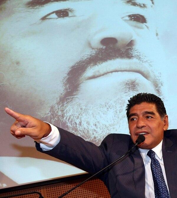En Italia, Maradona volvió a insistir en que es el mejor futbolista de la historia.
