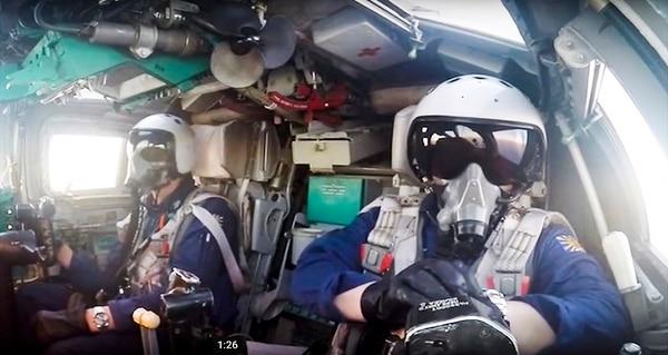 Pilotos rusos a bordo de un bombardero Tu-22M3 participan en una misión de ataque en Siria, el 18 de agosto del 2016.