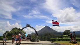 Turismo en La Fortuna de San Carlos se reactiva, pero está lejos de recuperarse