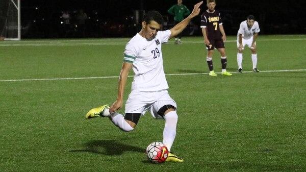 El tico David Acuña en un juego con la Monmouth University de New Jersey.