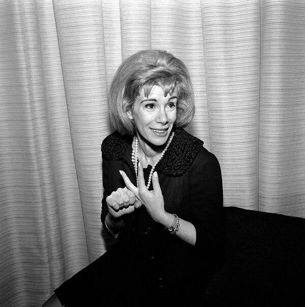 En 1965 Joan Rivers fue invitada, por primera vez, al espacio televisivo The Tonight Show Starring Johnny Carson (NBC), en donde mostró su habilidad para hacer reír a la gente. Foto: AP