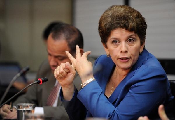 La contralora Marta Acosta compareció, la noche del martes, en la Comisión de Ingreso y Gasto Público del Congreso, donde se le solicitó que el ente contralor abra una investigación sobre el tema.   PABLO MONTIEL/ARCHIVO