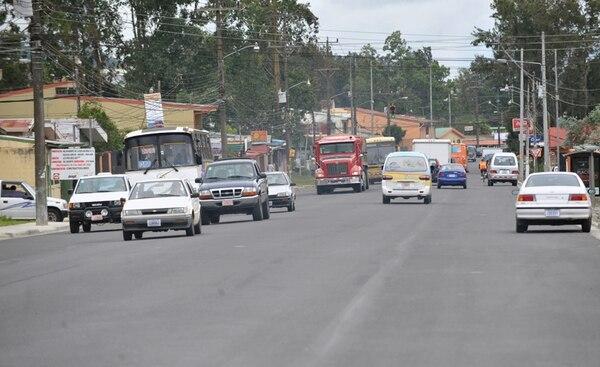 En el 2008 se amplió la carretera entre Cartago y Paraíso, pero la obra no logró evitar los congestionamientos en las horas pico. | ARCHIVO