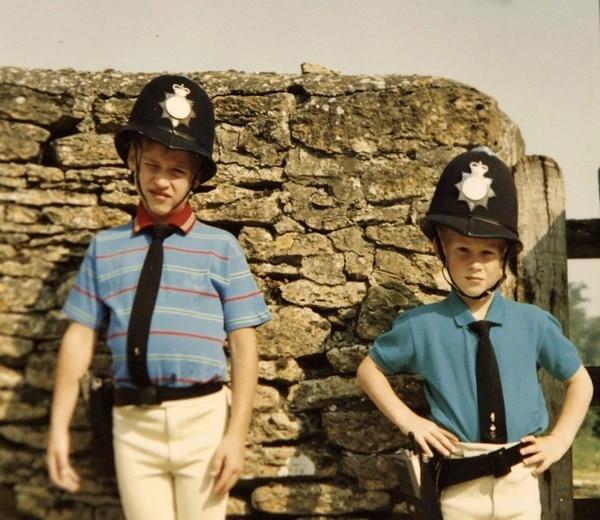 Como parte del programa especial se revelaron fotos inéditas de los príncipes de Inglaterra.