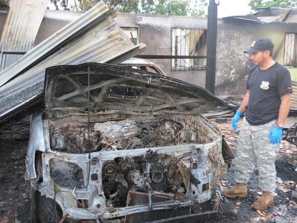 Preliminarmente, los daños materiales se estimaron en más de ¢40 millones, lo que incluye el inmueble, un automóvil y un cuadraciclo, así como los enseres de la vivienda.   CARLOS HERNÁNDEZ