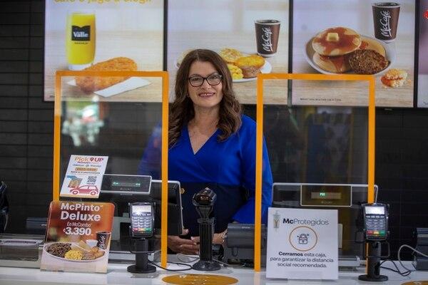 """Sonia Quesada trabajó 40 años para McDonald's. En el 2019 se pensionó, sin embargo, aún """"tiene ketchup en las venas"""". Fotografía: José Cordero"""