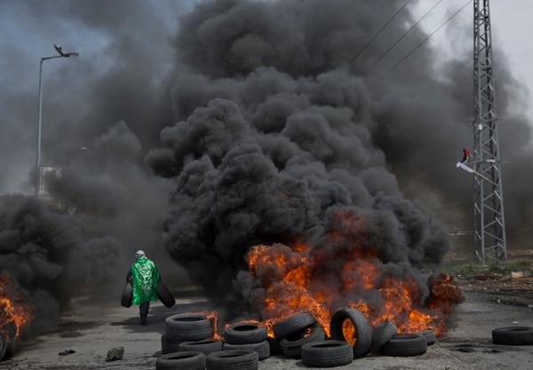 Las protestas de los palestinos de Gaza contra Israel continúan. Esta semana se sumó al conflicto con Israel la división entre los palestinos de Hamas, en Gaza, y la Autoridad Palestina, en Cisjordania. AP
