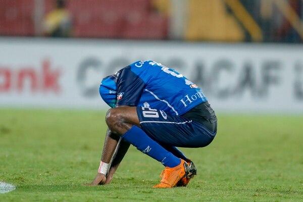 Yuaicell Wright se lamentó y quedó al borde de las lágrimas cuando su equipo terminó eliminado de la Liga Concacaf. Fotografía: José Cordero