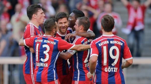 Xabi Alonso anotó de tiro libre su primer gol con el Bayern de Múnich en un encuentro contra el Werder Bremen en la Bundesliga.
