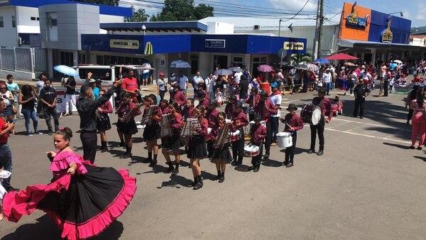 El centro educativo El Vivero, en Coyolar de Orotina, fue uno de los participantes en los desfiles. Foto: Jorge Umaña, corresponsal GN
