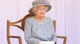 (Fotos) La reina Isabel celebró su cumpleaños 95 en un desfile reducido por el coronavirus y sin sus familiares más cercanos