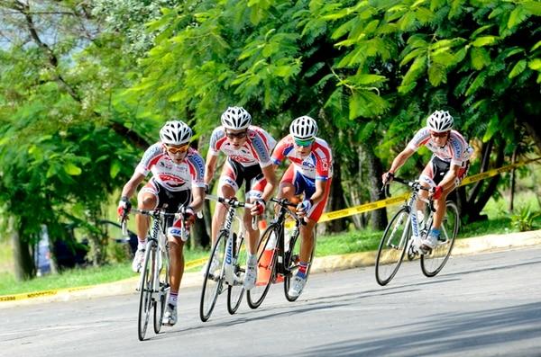 Elías Vega (centro) fue el mejor chancero en la Vuelta a Nicaragua. | ARCHIVO