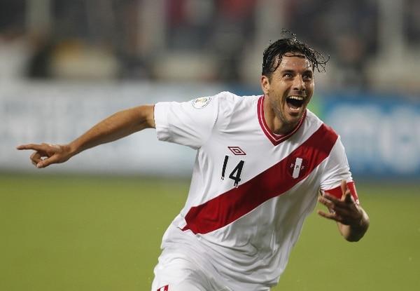 El jugador peruano Claudio Pizarro anotó al minuto 12 el gol que le dio la victoria ante Ecuador.