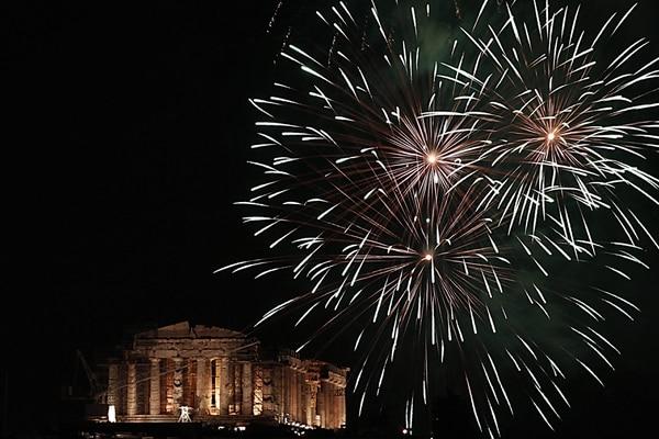 GRE05. ATENAS (GRECIA), 01/01/2014.- Celebración del Año Nuevo en Atenas, 2014. EFE/ALKIS KONSTANTINIDIS