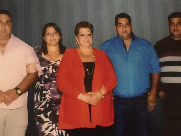 María Elena Pacheco Mora, de 61 años, falleció el 9 de setiembre de 2018 luego de sufrir una fractura de cadera. Su familia y quien fuera su patrona por 28 años aseguran que el atraso en la atención pudo complicar su salud y desencadenar la muerte. Foto: Cortesía