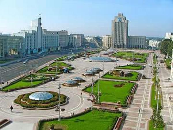 Plaza de la Independencia de Minsk, capital de Bielorrusia. Fotografía Carlos Alvarado Sandoval