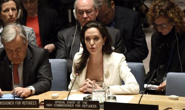 La actriz estadounidense Angelina Jolie, enviada especial de ONU para los Refugiados, participó ayer en el Consejo de Seguridad, reunido para analizar el refuerzo de la asistencia humanitaria en Siria.   EFE