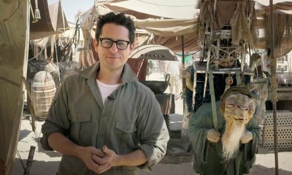 La Fuerza lo acompaña: El director J. J. Abrams avanza en su filme.AP