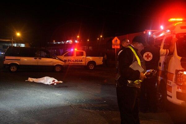 Mujer cruzaba la calle cuando fue atropellada.   GESLINE ANRANGO