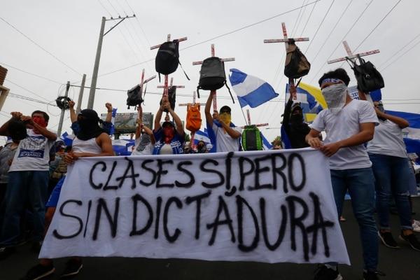 Manifestantes opositores participaron el lunes 23 de julio del 2018, en Managua, en una marcha con motivo del Día del Estudiante.