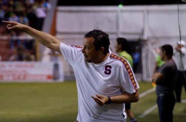 Jeaustin Campos, técnico del Saprissa, vivió un juego intenso ante el Real Estelí.