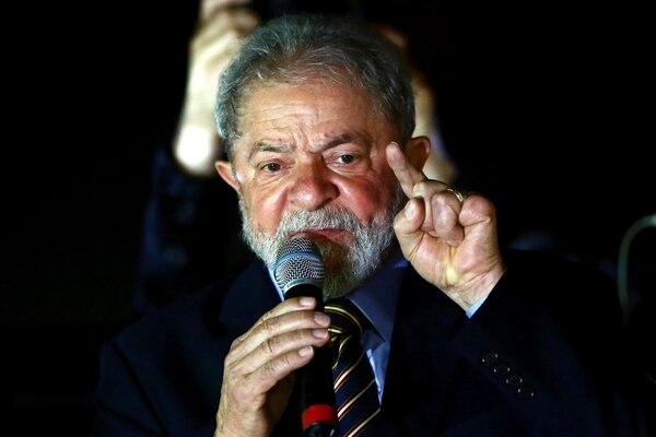 El expresidente de Brasil, Luiz Inácio Lula da Silva, dio un discurso ante los simpatizantes durante una manifestación en Curitiba, Brasil, el 13 de setiembre del 2017.