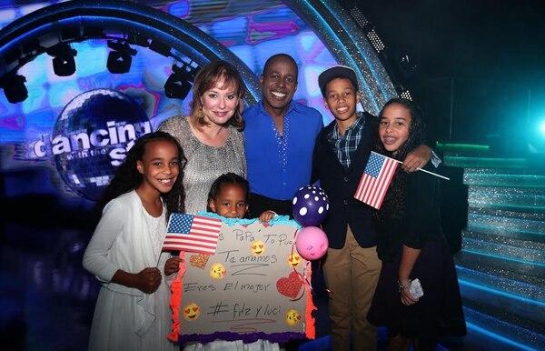 Desde la primera gala, Fitz ha recibido el apoyo de su esposa Andrea Haney y sus cuatro hijos.