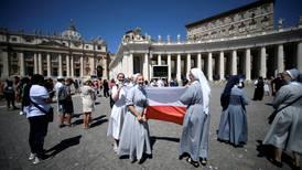 El Vaticano pide eliminar tarifas para misas y recuerda que laicos pueden celebrar matrimonios