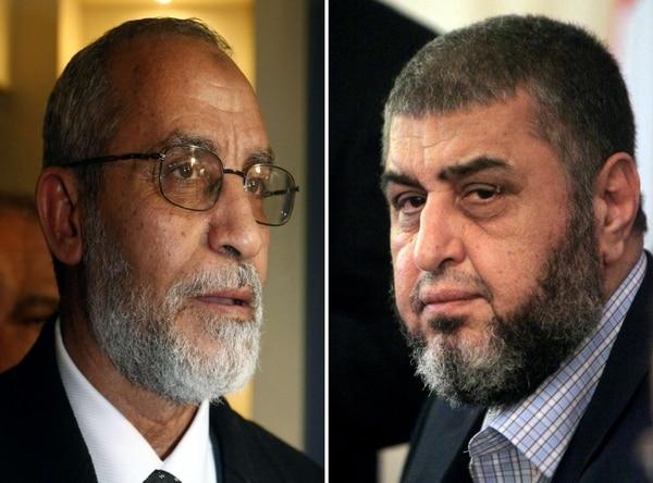 Un fotomontaje muestra al líder supremo de los Hermanos Musulmanes Mohamed Badie (izq.) y a su adjunto, Jairat al-Chater, ambos detenidos hoy tras el derrocamiento de ayer del presidente egipcio Mohamed Mursi, que pertenece a esta agrupación.