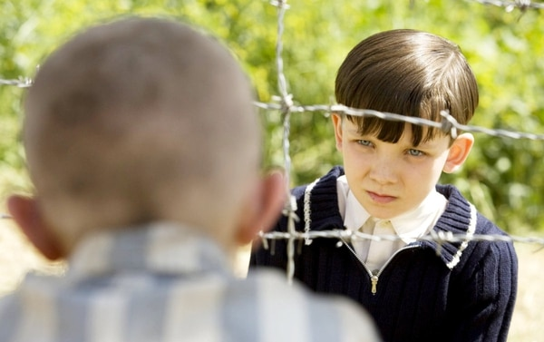 'El niño con el pijama de rayas' es una película dramática dirigida por Mark Herman basada en la novela homónima de John Boyne. Foto: Miramax Films.