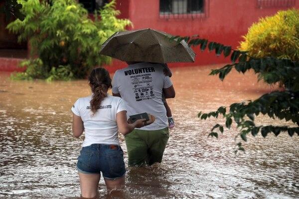 Muchas familias tuvieron que dejar sus casas inundadas en Santa Cruz y otros cantones de Guanacaste.Foto; Alonso Tenorio