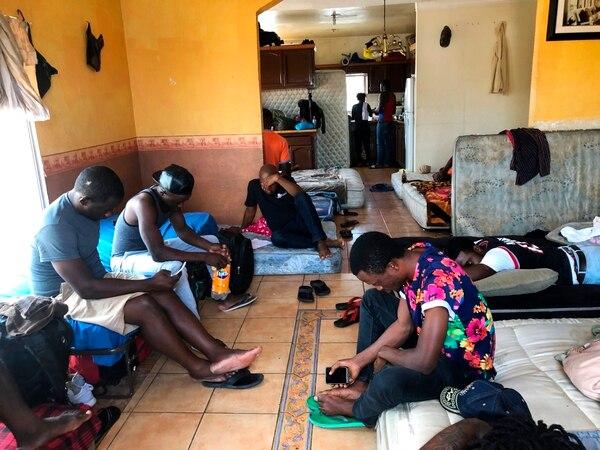 Cameruneses esperaban en un apartamento rentado en Tijuana hasta que funcionarios de Estados Unidos los llamen para que soliciten el asilo.