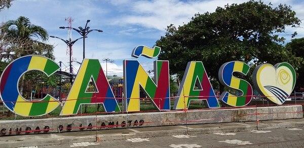El parque central del cantón continúa cerrado, como parte de las medidas nacionales contra la pandemia. Foto: Irene Rodríguez