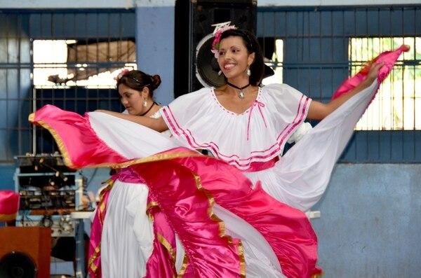 Los bailes folclóricos son parte de la oferta que llega a las comunidades con este programa.