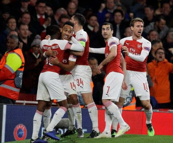 El Arsenal aprovechó su condición de local y se impuso 3-1 sobre el Valencia, en la ida de las semifinales de la Europa League. Fotografía: AP / Kirsty Wigglesworth.