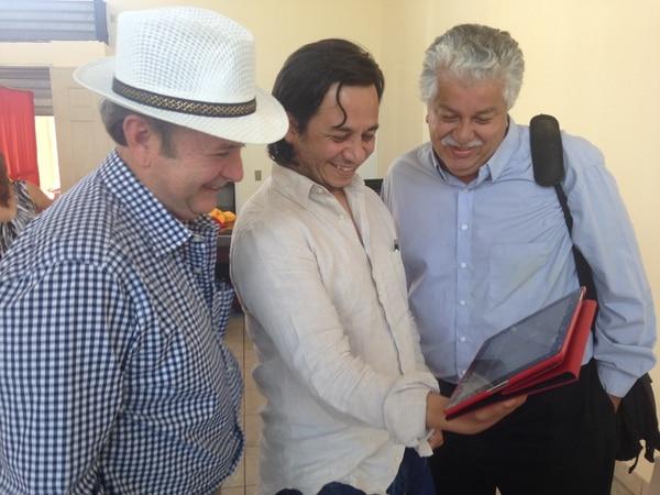 Tras la reunión entre candidato y diputados electos del PAC, Ottón Solís, el estratega Iván Barrantes y el jefe de campaña, Melvin Jiménez, vieron el video que parodía a Hitler hablando sobre el retiro de Johnny Araya.