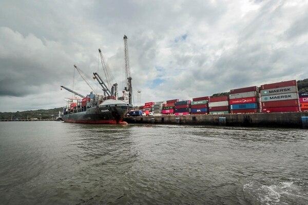Las empresas indican problemas logísticos, tanto en exportación como importación. (Foto Alonso Tenorio / Archivo GN)