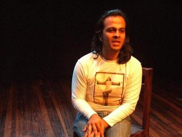 Carlos Paniagua protagoniza la obra ¿Historia de una?. | ARCHIVO