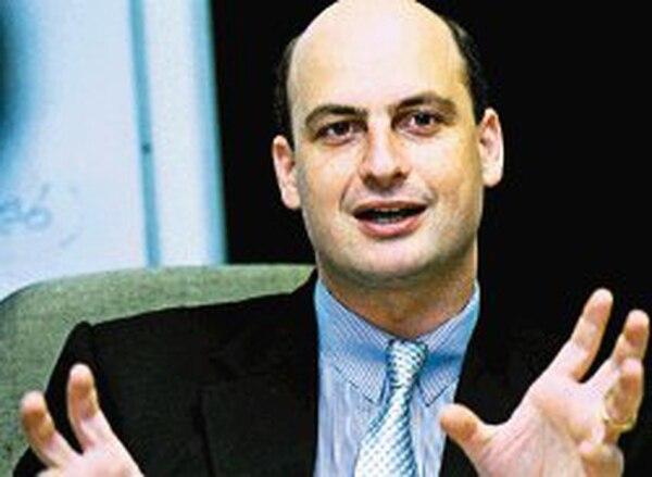 Resolver las deudas de los clubes con la Caja será una prioridad de Walter Niehaus en la Fedefut.   ARCHIVO