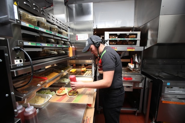 Burger King pretende contratar a más de 20 personas para su nuevo restaurante en Alajuela. Graciela Solís / Archivo.