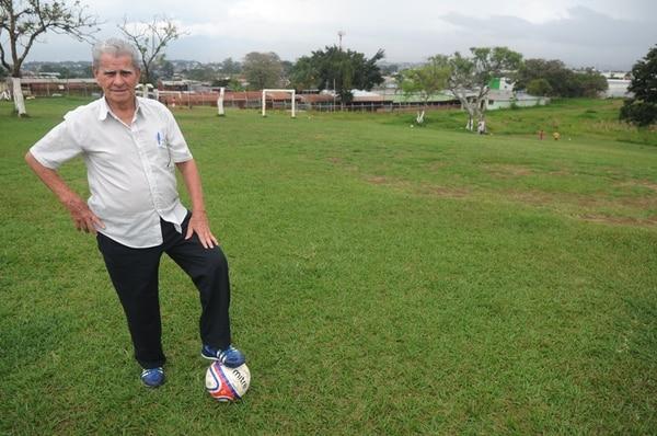 Rubén González contó que en este potrero, en San Felipe de Alajuelita, Bryan hizo sus primeras armas.   MANUEL VEGA
