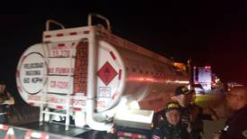 Policía quitó bloqueos en vía a Limón en operativo de una hora