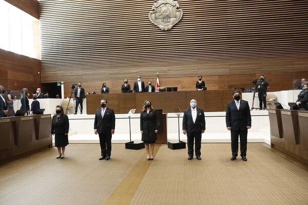 Acuerdo firmado por 11 legisladores colocó al PLN, PUSC, PRN y PRSC en el Directorio. Cinco de los seis nuevos miembros fueron juramentados el sábado. Foto: Asamblea Legislativa.