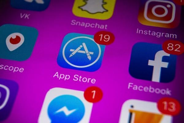 El 10 de julio del 2008, Apple lanzó la App Store, que permite a desarrolladores llevar sus aplicaciones a los usuarios, contaba con 500 aplicaciones, en ese entonces.