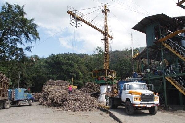 Unos 500 productores de caña de los cantones de Turrialba y Jiménez promueven la reactivación del ingenio Atirro. Varias entidades públicas los apoyan, pero no se brindaron mayores detalles del plan porque está en proceso. Foto: cortesía del Infocoop