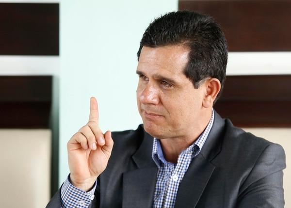 Hernán Solano atendió a La Nación recién nombrado ministro de deportes. Fotografía: Albert Marín.