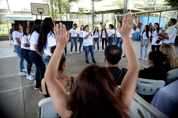El coro del Sifáis, integrado por las mismas reclusas, fue ovacionado durante cada presentación que ofrecieron. Fotografía: Diana Méndez.