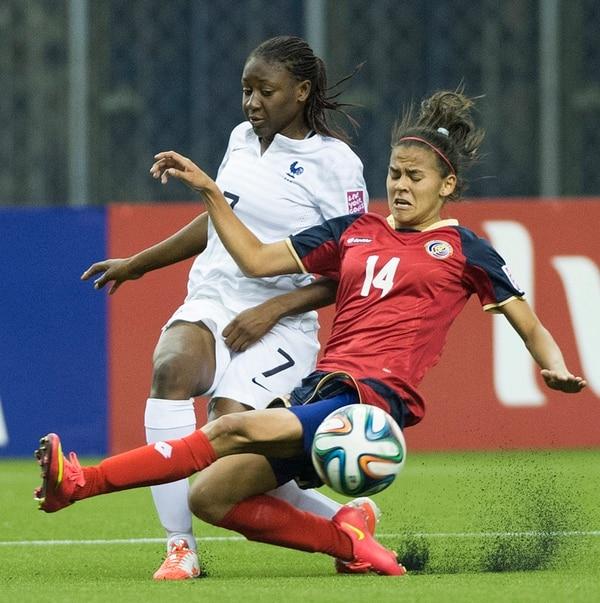 Francia despedazó a la zaga tica en la primera parte, gracias a las diagonales de Kadidiatou Diani (7). Costa Rica corrigió y le cerró los espacios, al entrar Anyi Barrantes por la banda izquierda. El duelo finalizó 5-1 en Montreal. | AP