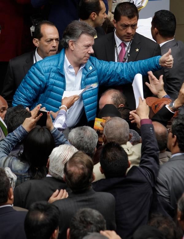 Juan Manuel Santos en el acto ayer con sindicalistas en Bogotá. | AP